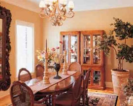 DINING ROOM HUTCH DECOR.
