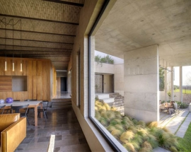 Simple and Row Concrete Casa G