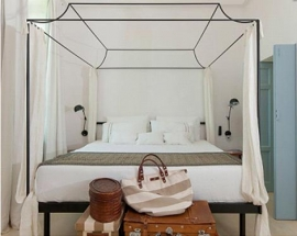 Unique Ideas to Accentuate the Area Behind the Bed