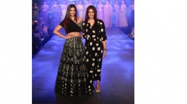 Daisy Shah Dazzled The Ramp For Reeti Arneja At The Wedding Junction Show