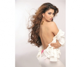 Hot Urvashi Rautela sizzles in Clovia- Lingerie wear for a bold magazine shoot !
