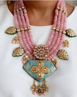 6 ways to make use of your heirloom jewellery in non-traditional looks